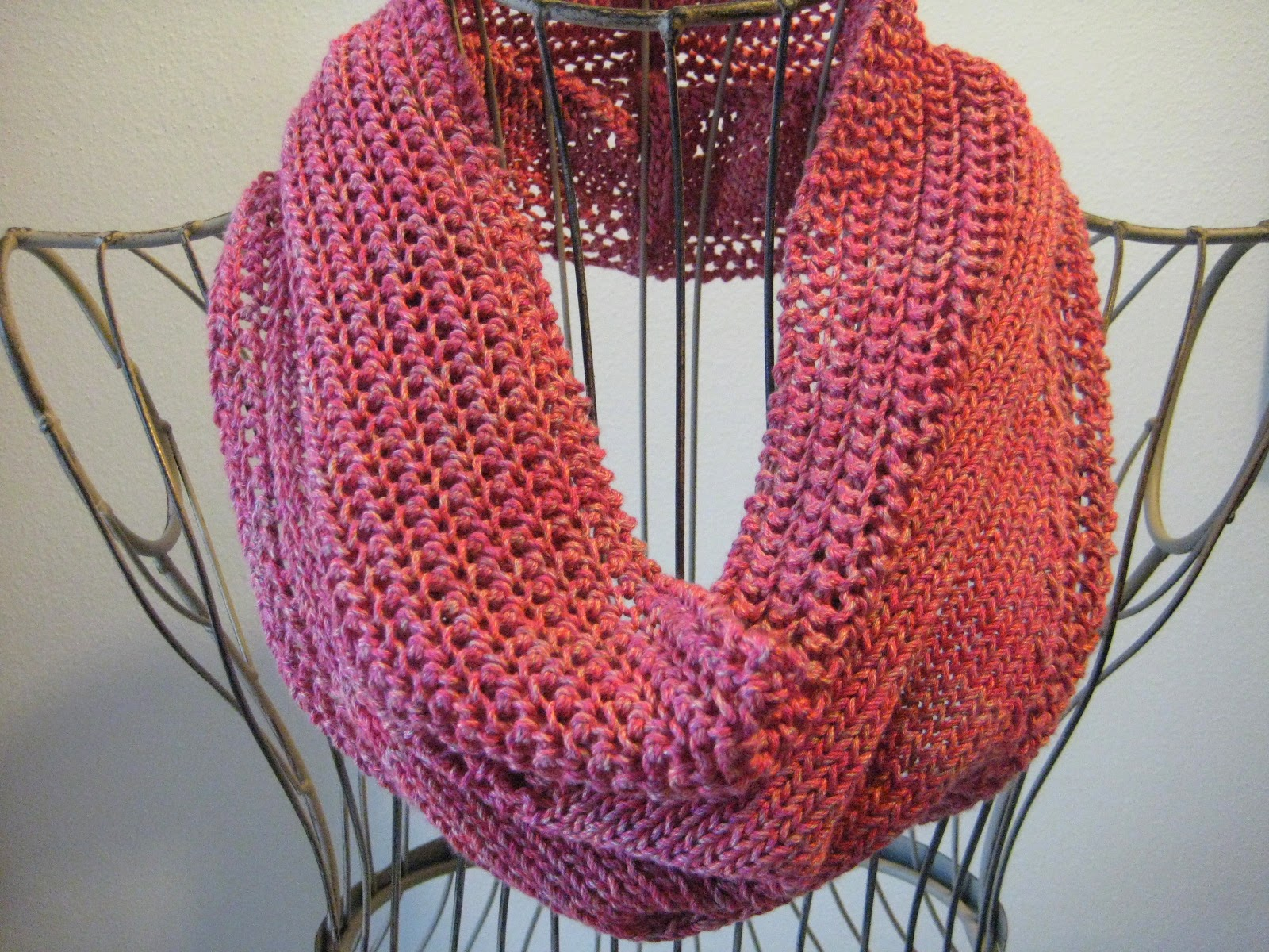 Balls to the Walls Knits: Sweet Strawberry Cowl