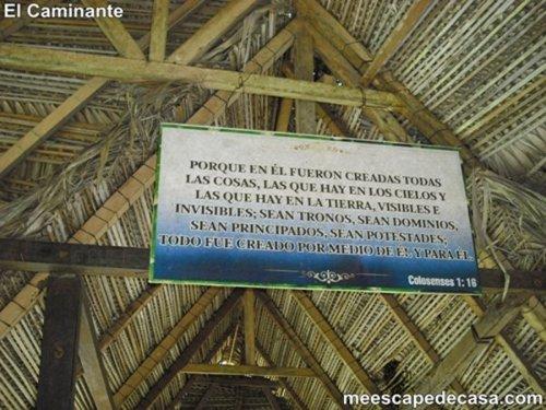 Letrero en el puente del Recreo Turístico Naciente del Río Tioyacu (Rioja, Perú)