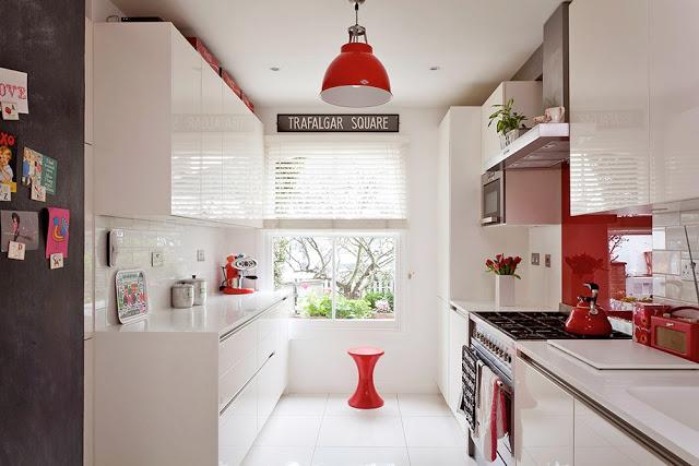 15- Cozinha toda branca em laca! Bancadas, paredes e piso branco