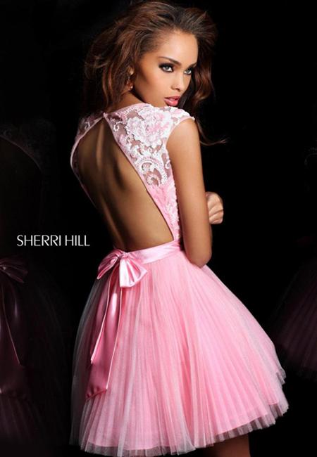 къса бална рокля с гол гръб и панделка