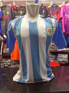 gambar jersey argentina home terbaru musim depan 2015