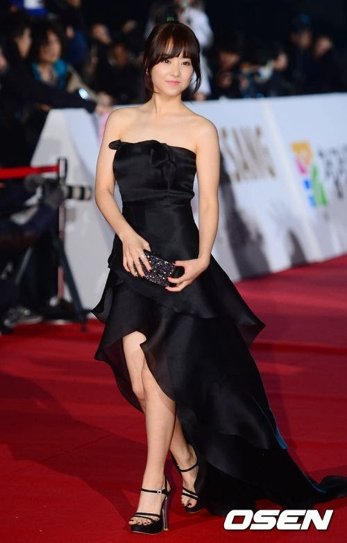 Park Bo Young (박보영) at Red Carpet of 34th Blue Dragon Film Awards (청룡상)