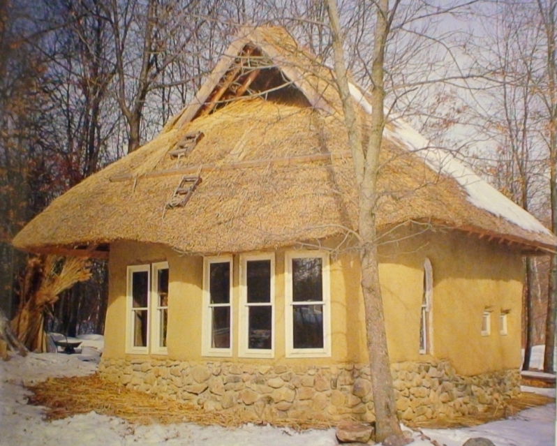 Temperate climate permaculture straw bale homes are beautiful for Straw home designs