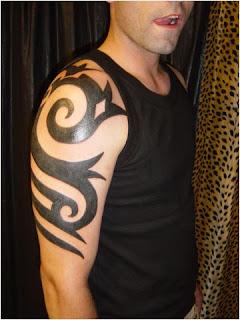 Tatuagens tribais braço