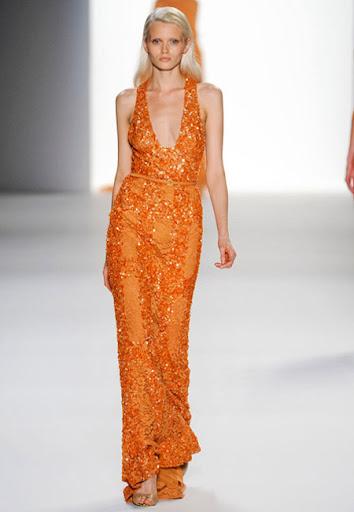 Права оранжева рокля от блестяща материя на Elie Saab
