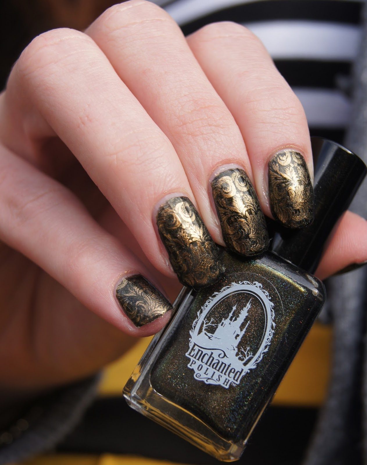 ongles-baroque-or