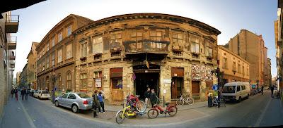 Budapest, Hungary, Kazinczy utca, Magyarország, Pub, romkocsma, ruinpub, Szimpla Kert, zsidónegyed,   street art