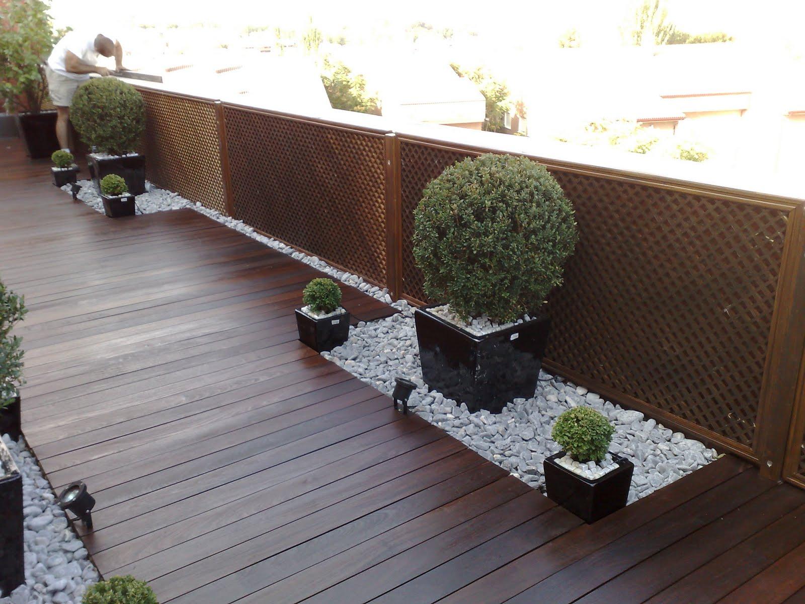 Arte y jardiner a el jard n minimalista urbano ejemplo for Jardines pequenos con luces