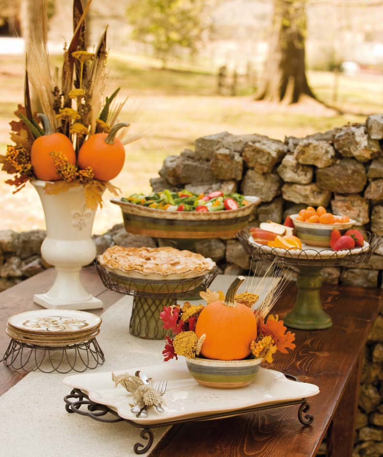 Autumn vanilla picture autumn tablescapes for Pictures of fall table decorations