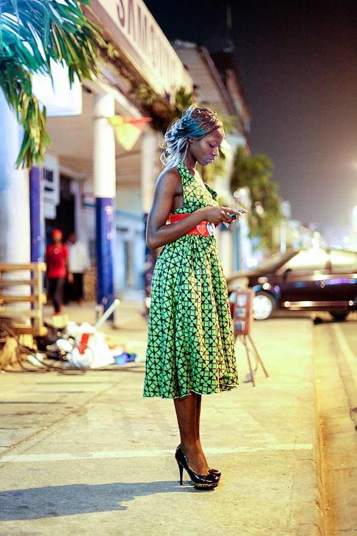 street-style-cameroon-wax-print-dress robe africaine moderne