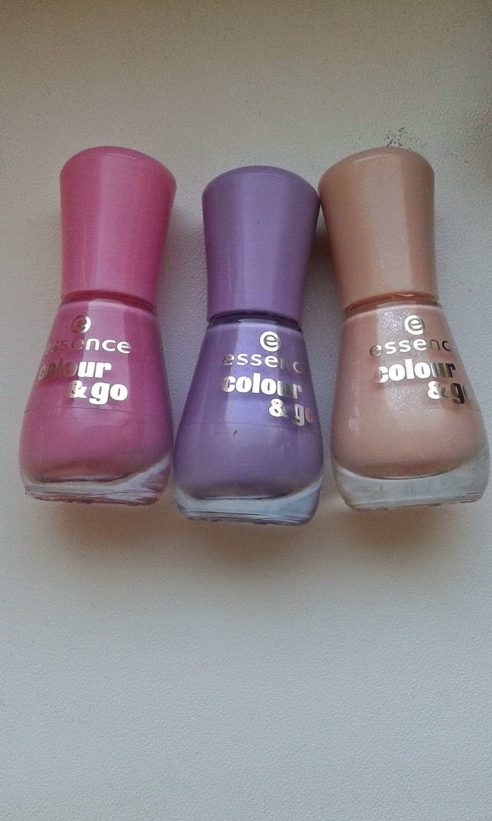 Essence Candy Love,Free Hugs i Little Lila Town+Lovely Matte Top Coat