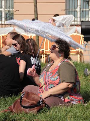 Барышня с зонтиком от солнца