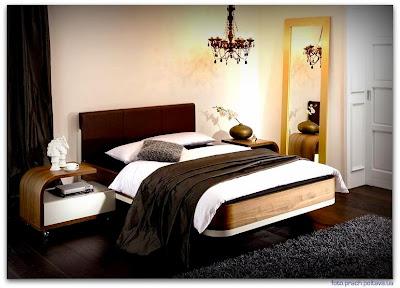 На фото спальная кровать модели Metis plus nightstand от фабрики Huelsta.