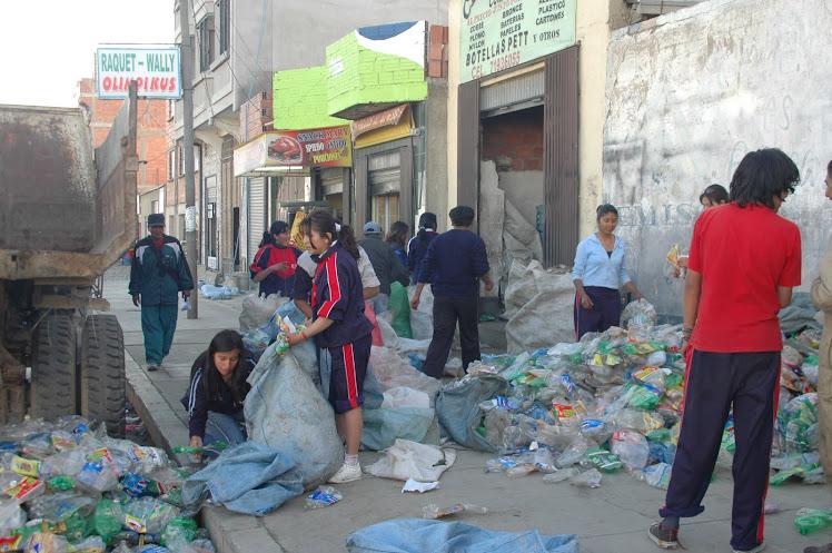 recolección de botellas pett en la ciudad de El Alto