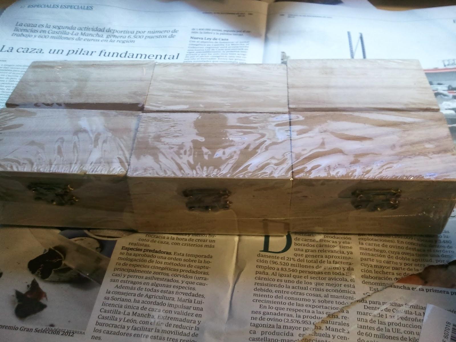 compr estas cajitas de madera a un euro cada una en un chino cerca de casa las descubr por casualidad en un estante de hecho creo que es la primea vez