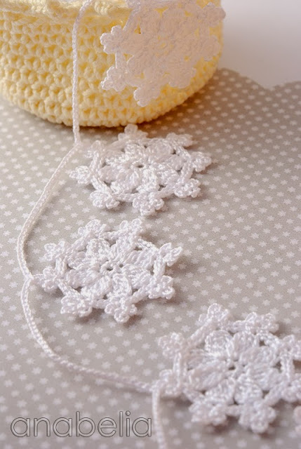 Crochet snowflakes garland by Anabelia
