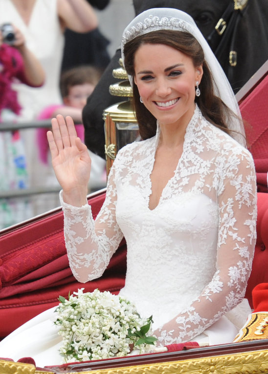 kate middleton wedding dress design. kate middleton dress designer.
