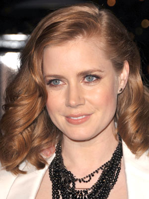 A sultry side-part and soft, rolling waves give Amy Adams' hairstyle a touch of glamour.