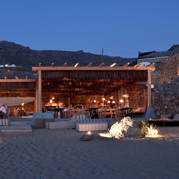 Designs by soul alemagou restaurant mykonos for Beach bar decorating ideas
