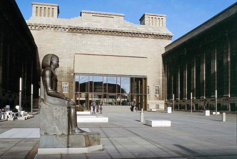 Museum in Berlin lends colossal statue of Pharaoh to Metropolitan Museum for ten years