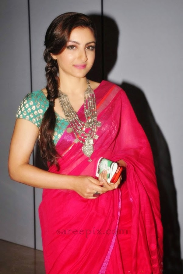 Soha-ali-khan-saree-Lakme-fashion-week-2014