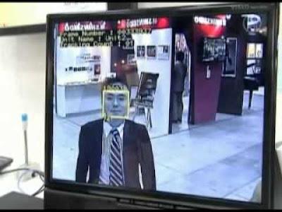 reconocimiento facial desde una pantalla digital