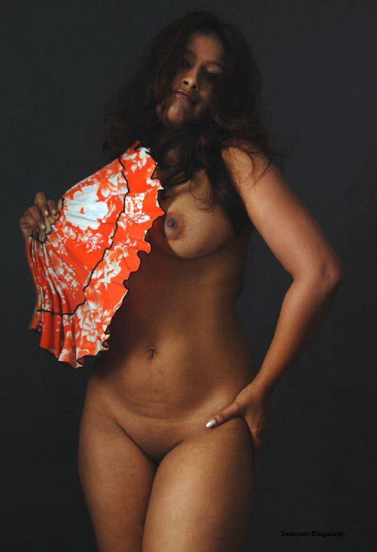 Booby South Indian Model Showing Big Tits Pussy And Thighs Pics