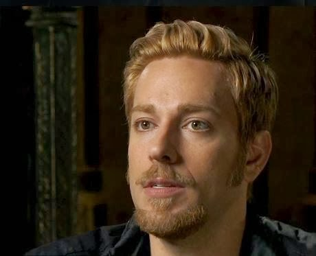 Thor: The Dark World Featurette with Zachary Levi ...