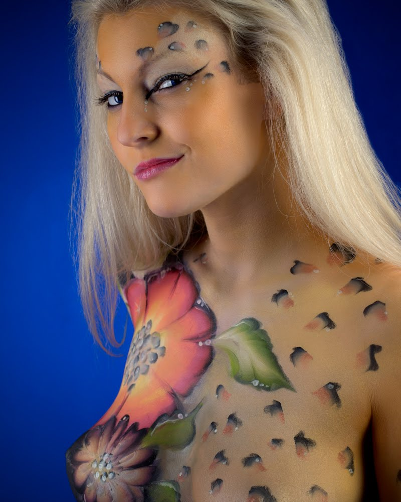 Body painting show amazing body painting