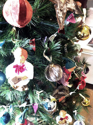 Arbol de navidad con bolas de terciopelo DIY