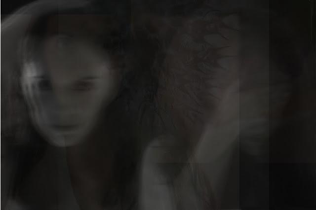 art autoportrait femme prise de vu longue noir et blanc femme cheveux long Vanessa Lekpa