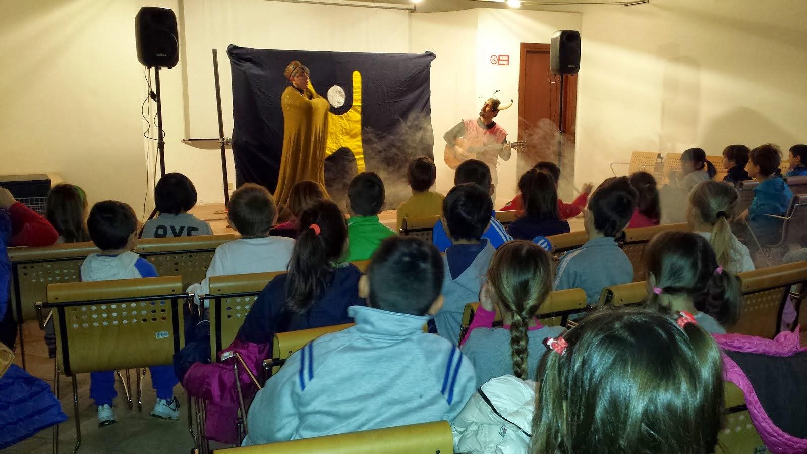 """""""Progetto """"Educazione alla lettura"""" 2014 Progetto della Biblioteca Finanziato Dalla Fondazione Ca.R"""