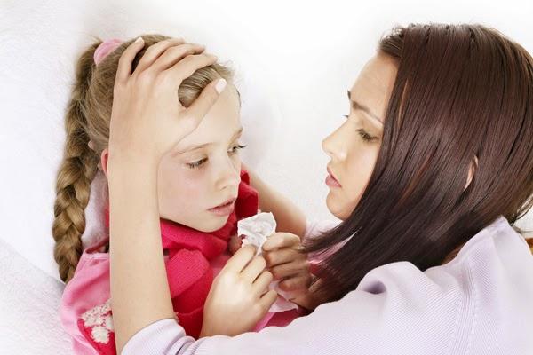 تعلمي طرق حماية أطفالك من نزلات البرد