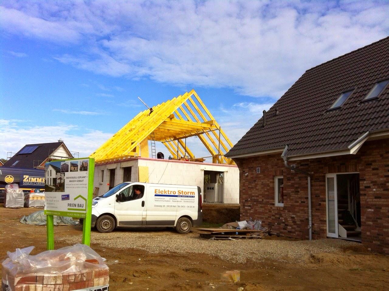 pebbles und bambam bauen ein haus wir haben ein dach. Black Bedroom Furniture Sets. Home Design Ideas