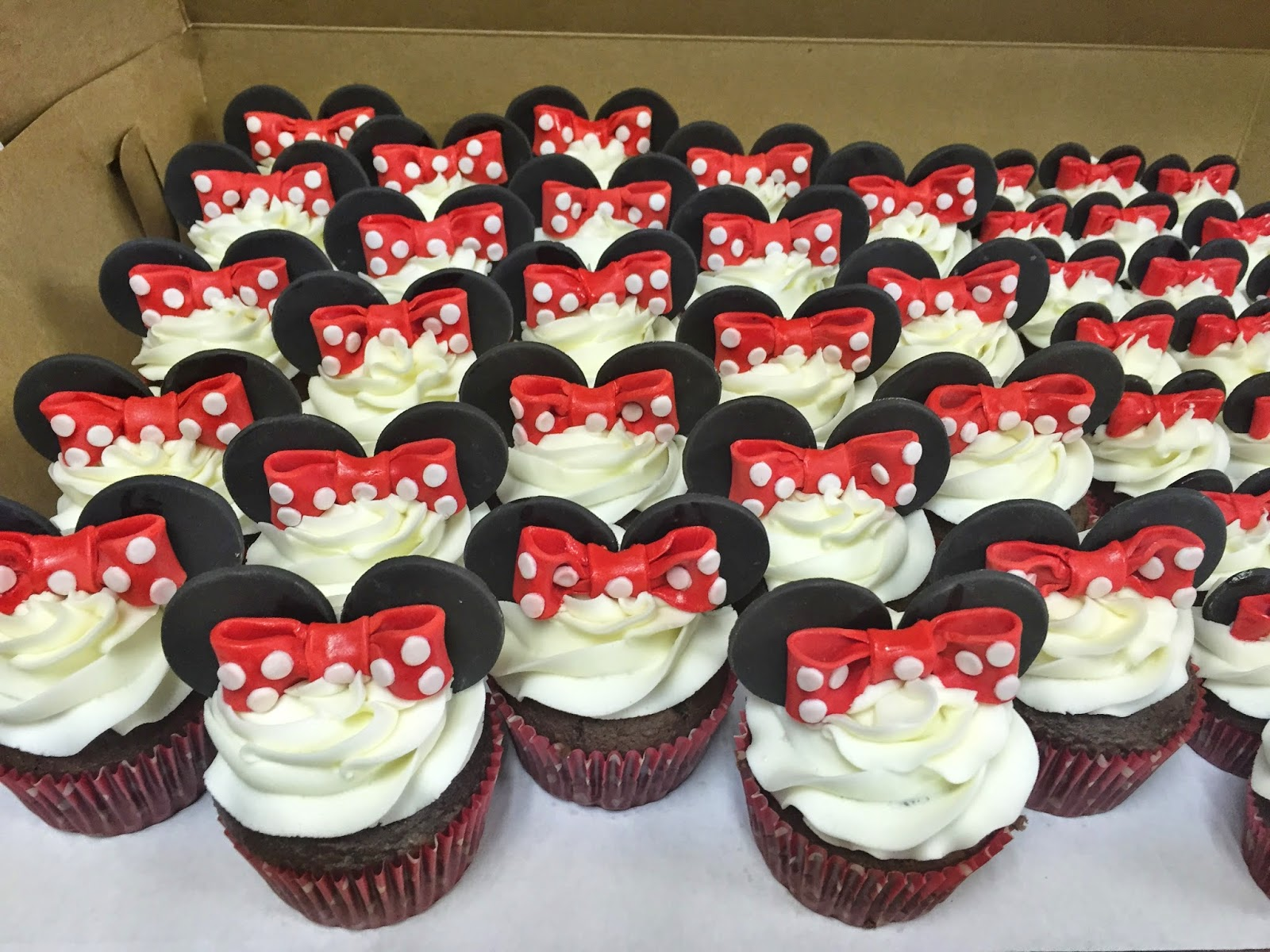 Cakes By Mindy Minnie Mouse Cupcakes And Mini Cupcakes