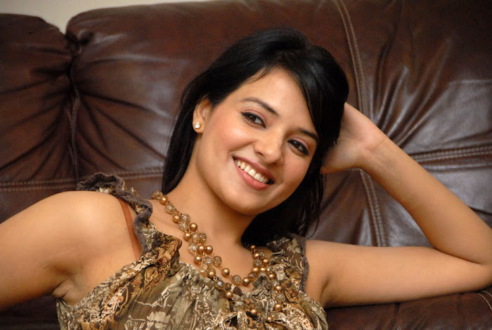 saloni new , saloni hot images