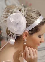 Flores no cabelo...ótima opção!!