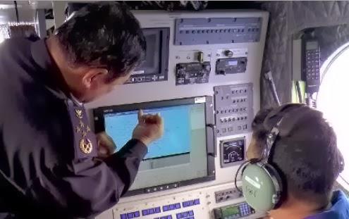 Mencari kepingan pesawat Malaysia Airlines (AFP)