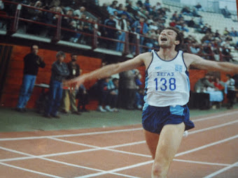 O Σπύρος Χριστόπουλος ο πρώτος έλληνας αθλητής που έτρεξε το μίλι(1609μ) κάτω απο 4 λεπτά.