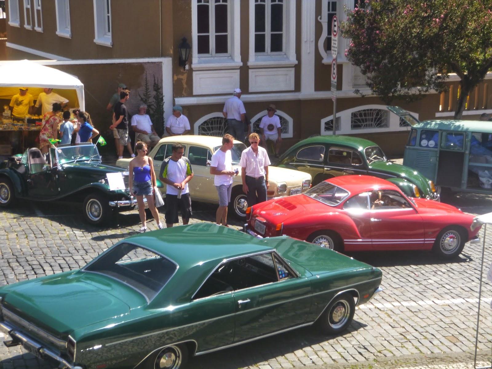 Exposição de carros antigos - Centro Histórico de Curitiba - TURISMO E VIAGEM