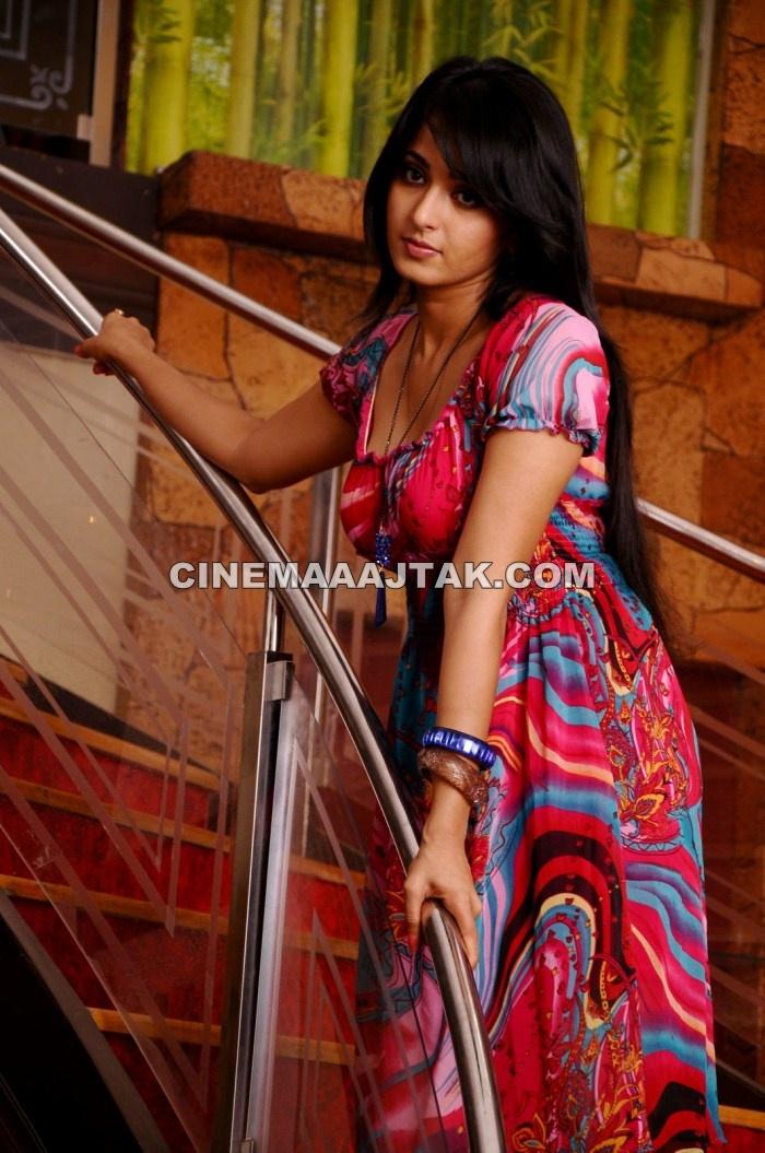 Anushka shetty looking hot in ragada movie new images gossips thecheapjerseys Choice Image