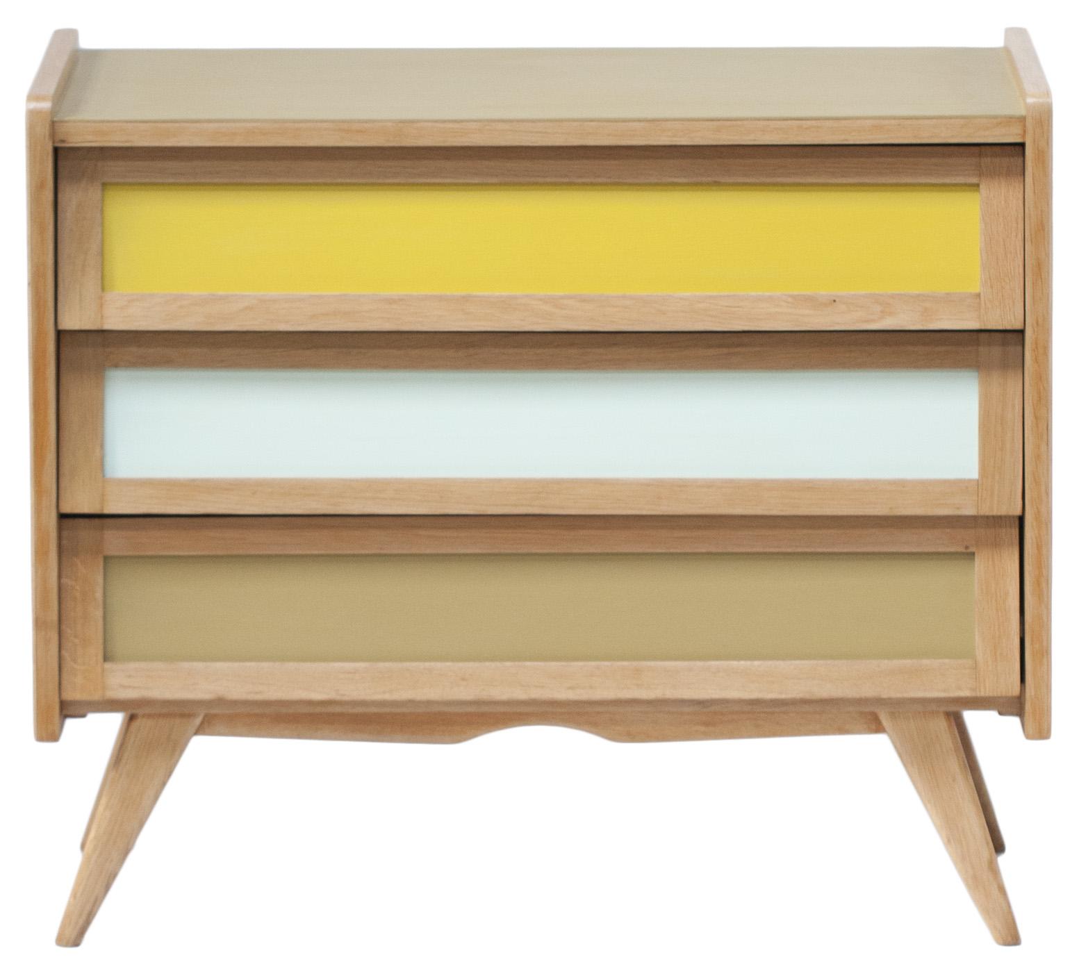 island of white rien cirer. Black Bedroom Furniture Sets. Home Design Ideas