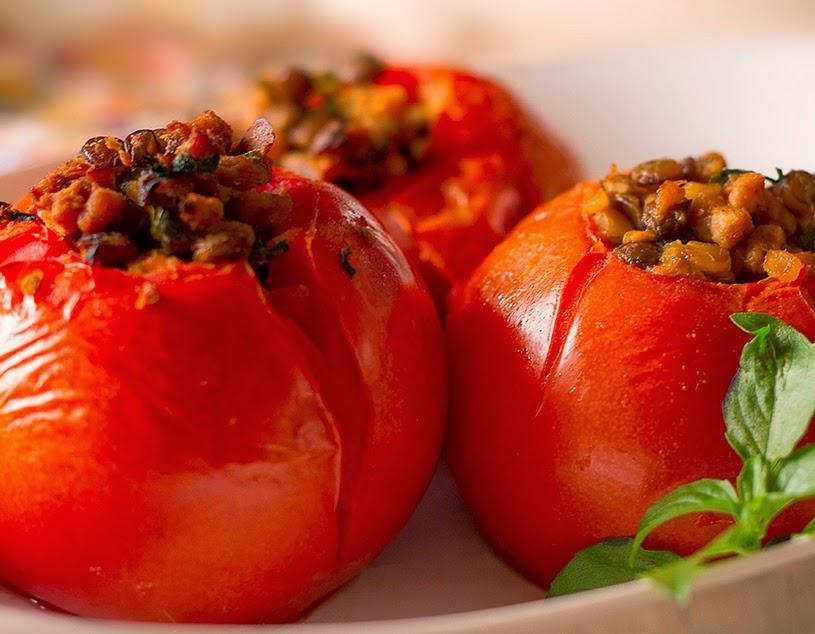 Tomate Recheado com Proteína de Soja e Lentilha (vegana)