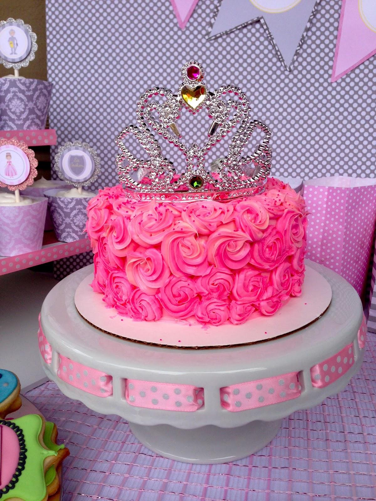 Poppy Rose Cake Design : Poppy Event Design: A Royal Celebration