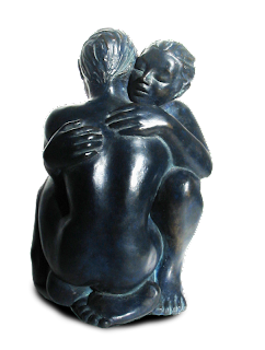 Statue style figuratif : Couple nu, enlacé, accroupi