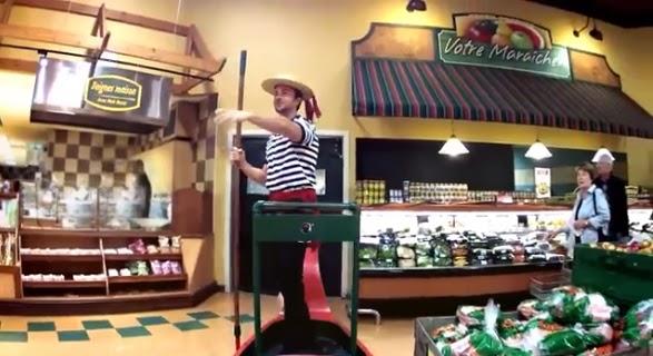 paseo en gondola por el supermercado