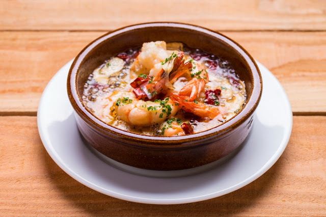 la-bodega-delicious-spanish-food-gambas