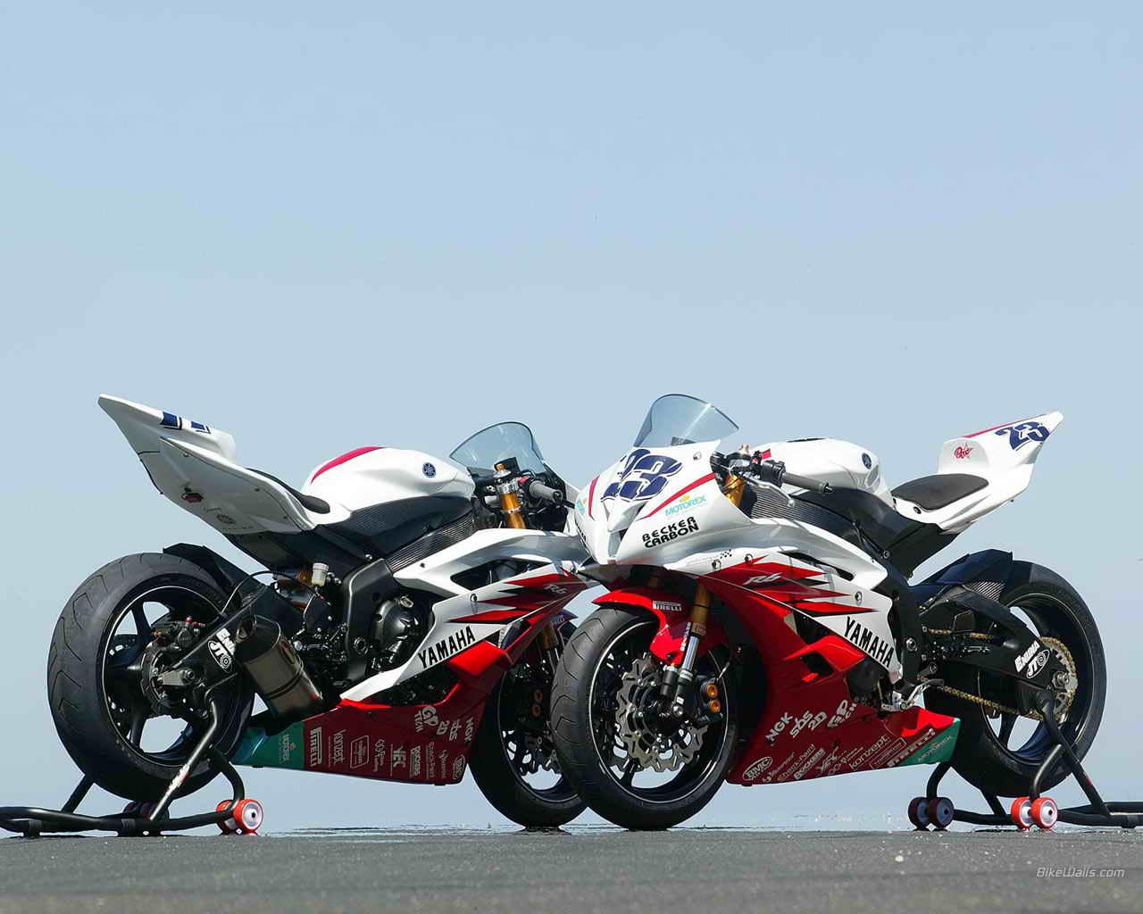 Can Be A Profession: Track-Test: Honda CBR 600 RR vs. Yamaha YZF-R6