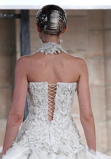 булчински рокли от Сара Бъртън
