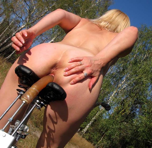 на велосипеде фото голые